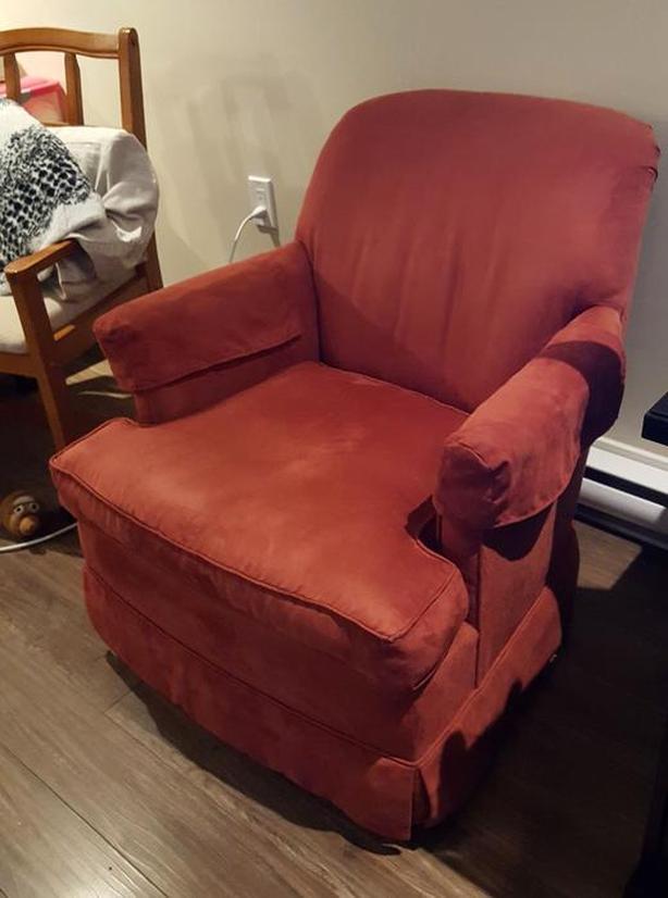 FREE: Living room rocking / swivel chair