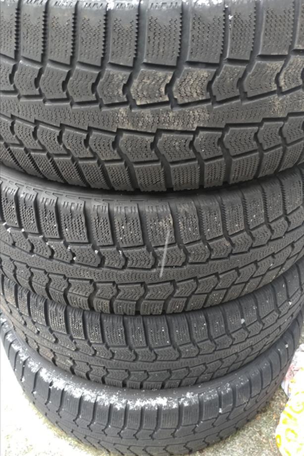 4 x 225/60R16 Pirelli snow tires