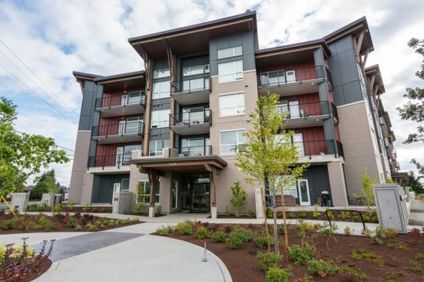2 bdrm + den - Downtown Langford luxury apartment, TOP floor