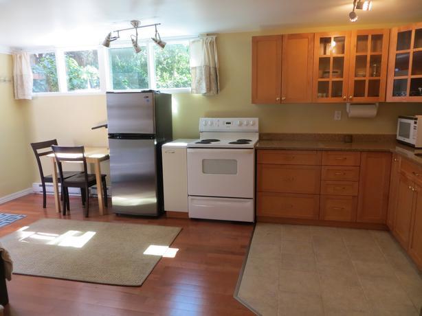 Oak Bay border bachelor suite