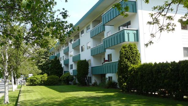 Jubilee Area: Large 1 bdrm 720 sq.ft. TOP floor