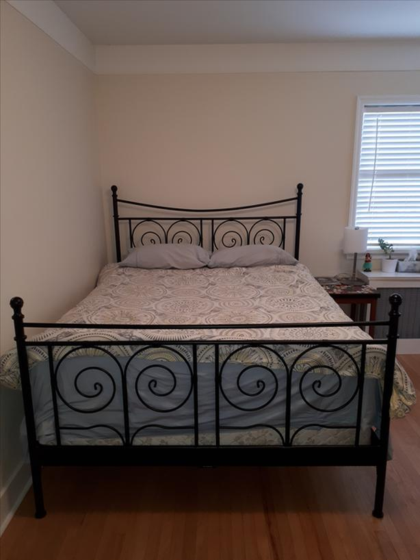 queen size metal bed frame head and footboard