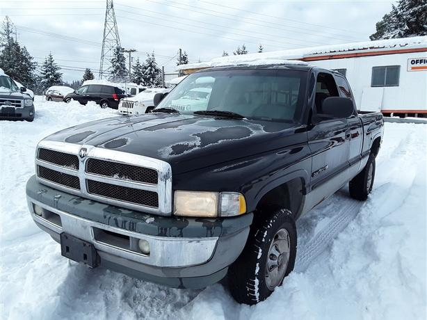 1999 Ram 1500 4x4 V8 unit with tow package!