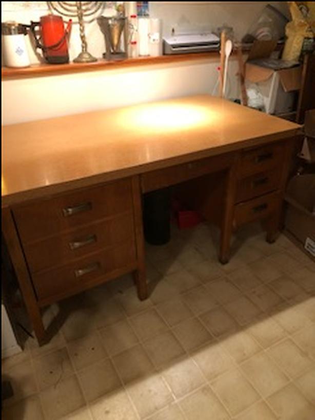 FREE: Oak Desk