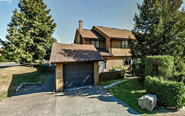 Townhouse for Sale in Central Saanich