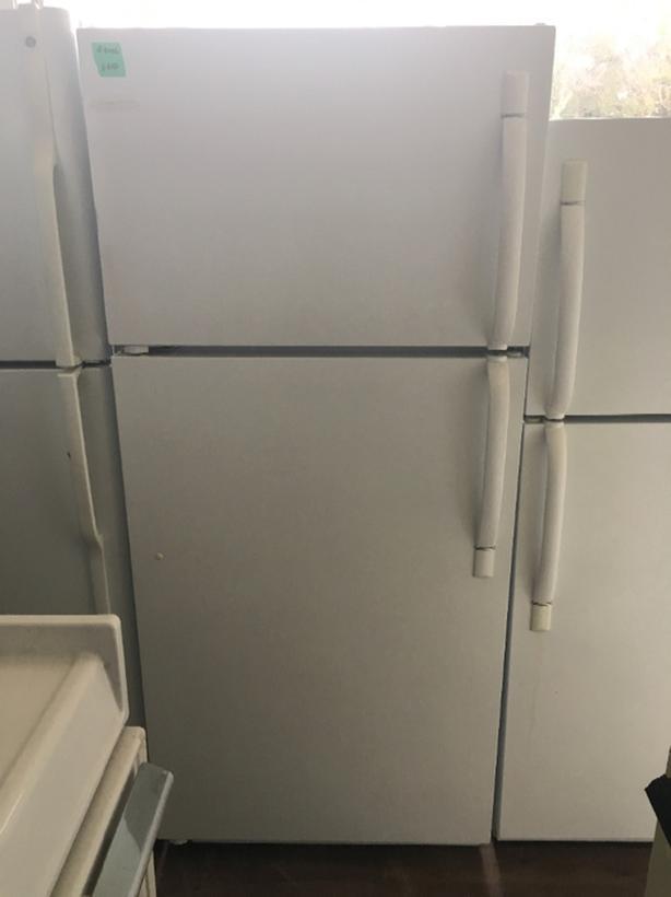 Frigidaire Top Freezer (#4086)