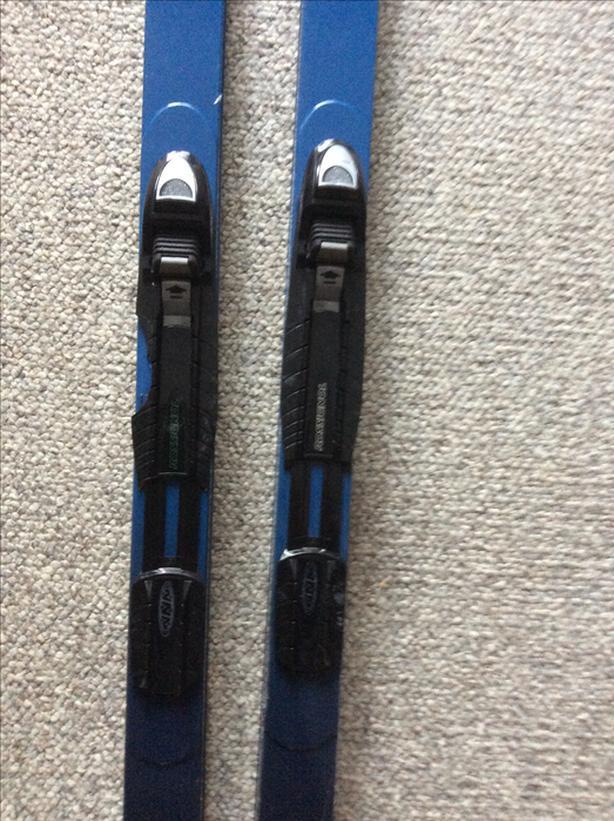 Rossignol xctry skiis, bindings, poles, bag
