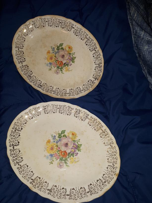 DU BARRY WARRANTED 22K GOLD BRITISH EMPIRE WARE PLATTERS
