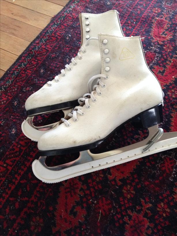 Ladies Figure Skates. Size 7