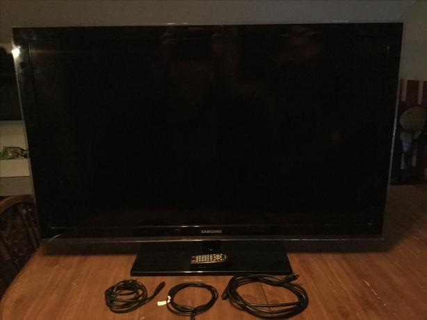 "45"" Samsung flat screen TV Oak Bay, Victoria"