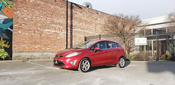 ** 2011 Ford Fiesta - Auto - Leather - Bluetooth - Aux