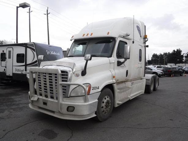 2012 Freightliner Cascadia 125 Highway Tractor with Sleeper Cab Manual Diesel