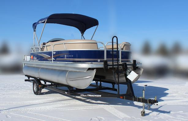 2014 SunTracker Party Barge 20 DLX with Mercury 60Hp FourStroke Bigfoot