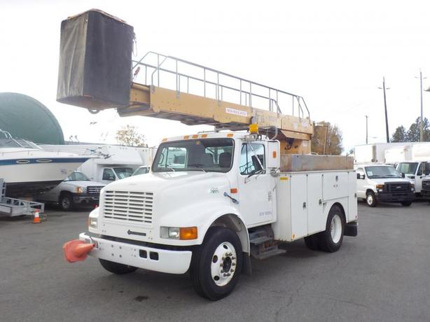 1999 International 4700 Bucket Truck Diesel with Generator and Air Brakes