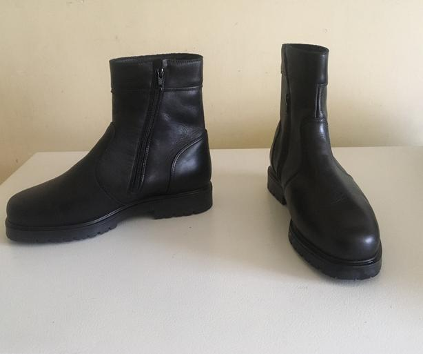 """Mens Logistik 8"""" high All Weather Boots Size 9.5 US wide 3E fitting"""