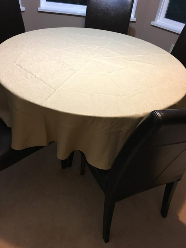 "BRAND NEW 72"" DIAMETER ROUND GOLD TABLECLOTH (excellent quality)"