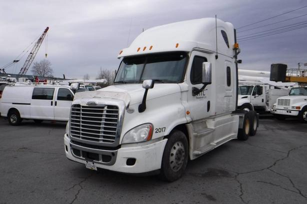 2013 Freightliner Cascadia 125 Sleeper Cab Highway Tractor Manual Diesel with Ai