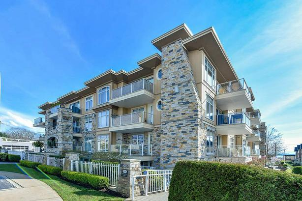 JUST LISTED: Beautiful Top Floor Unit With Open Plan and Lots of Light