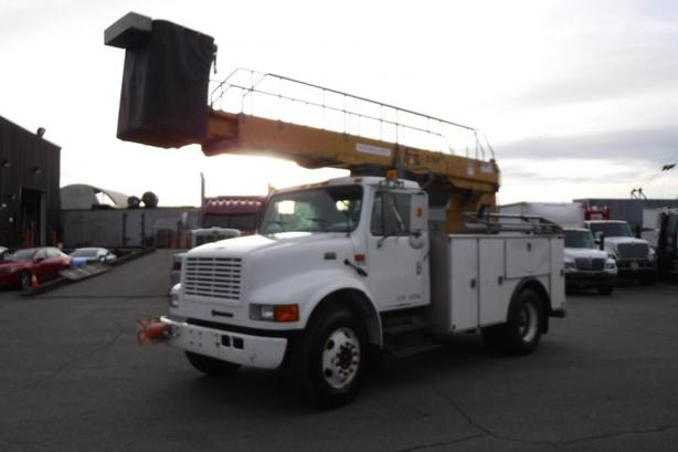 2002 International 4700 Bucket Truck with Generator and Air Brakes