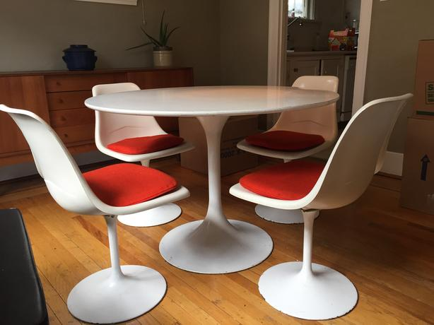 Mid Century Modern Tulip Style Dining Table And Matching Chairs