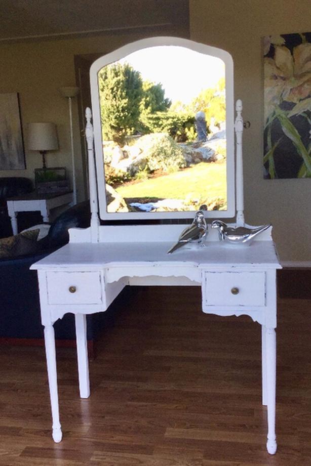 Terrific Log In Needed 190 Vintage Vanity Desk Download Free Architecture Designs Scobabritishbridgeorg