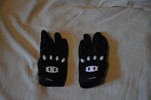 Brand New Cycling/Mountain Biking Gloves XL