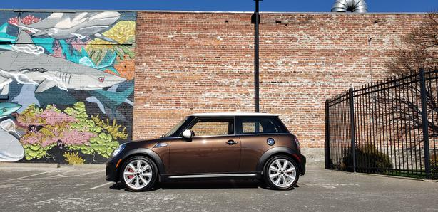 * 2011 Mini Cooper S - * ONLY 34,000Kms. * - AUTO
