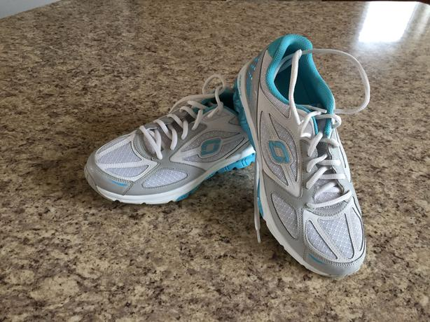 New Size 8 Women's SKETCHERS Cross training runners