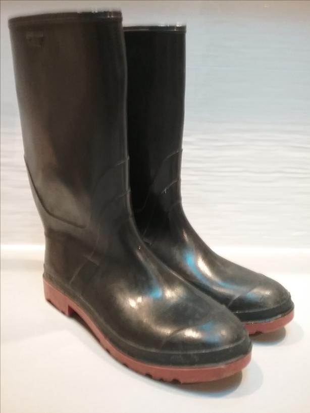 online store d222e b7979 Rubber gum boots with red bottoms, size 9 men's or ...