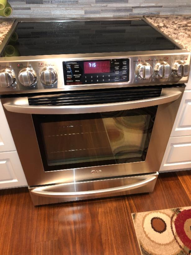 LG eletric range and convection oven Central Saanich, Victoria