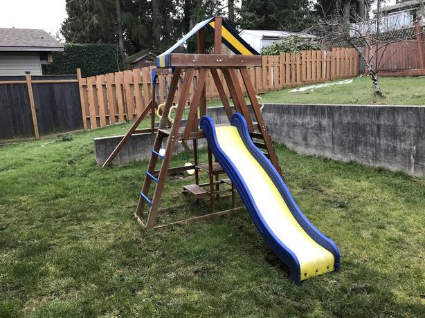 b1b128038 Playground swing set. Good Condition