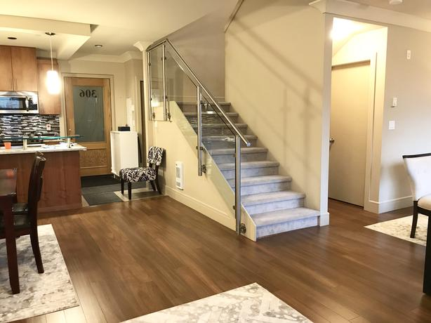 2-LEVEL 3-BED CONDO / VERY CLEAN