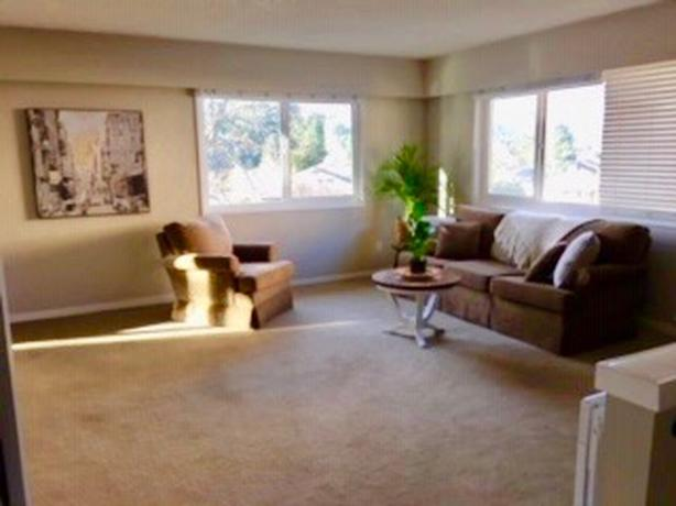 Bright, Sunny 2 Bed/1Bath Upper Suite (Carey/McKenzie)