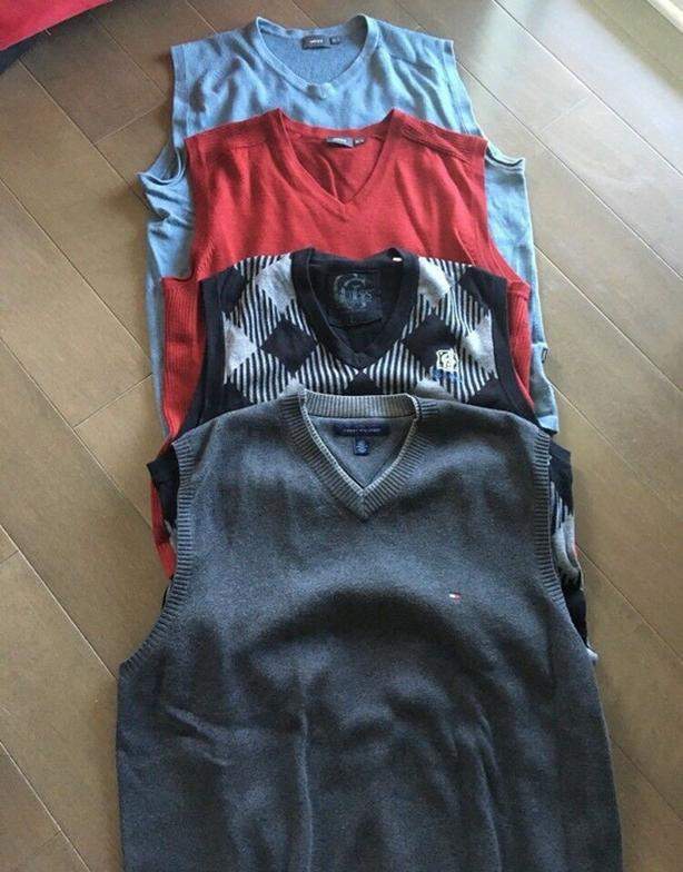 4 Men's Size L Sleeveless Sweaters