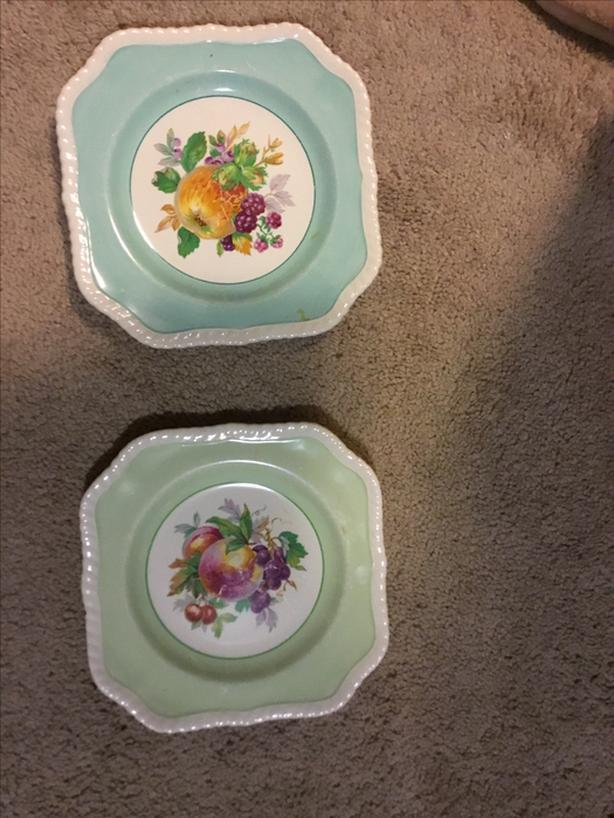 FREE:2 decorative square plates with fruit design in middle