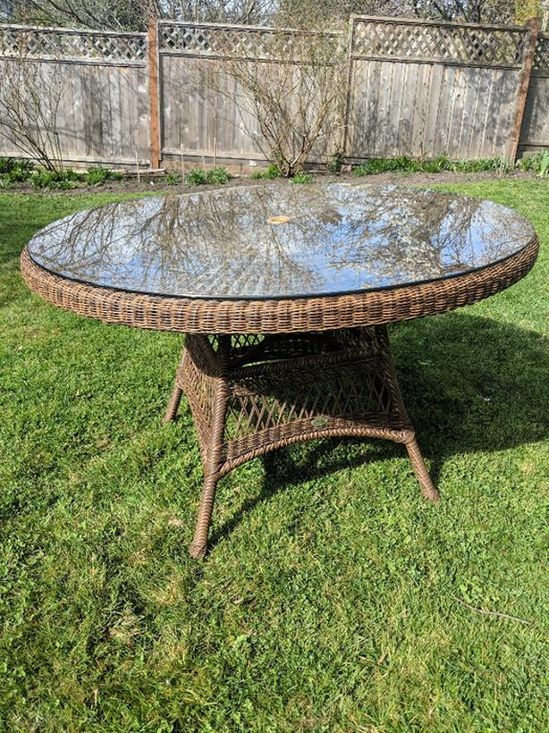 Round Patio Table Wicker And Glass Saanich Victoria