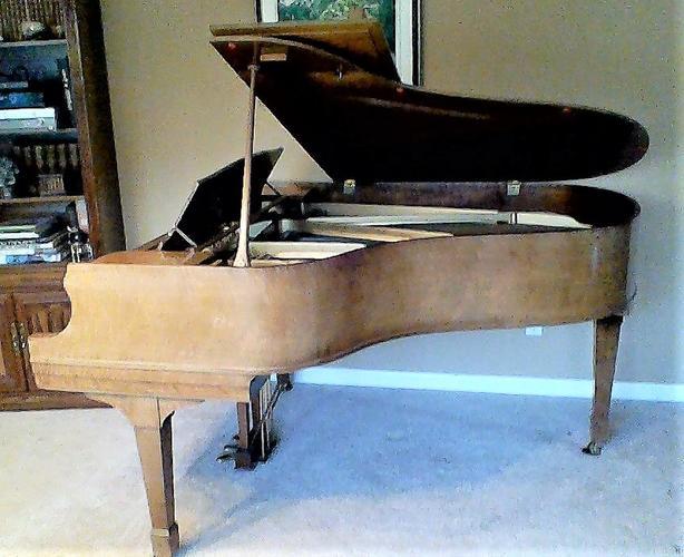 "Grand piano - Heintzman 5'9"" - burl walnut cabinet"