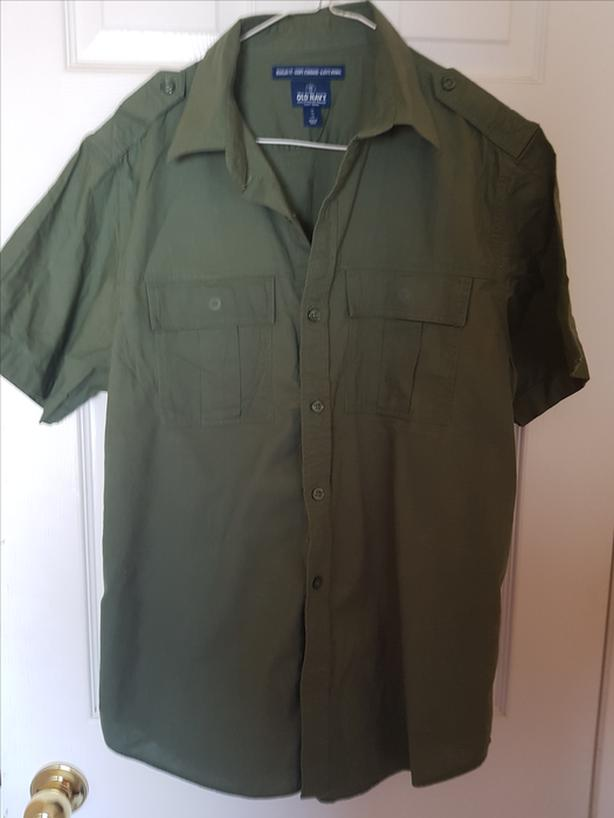 Old Navy Green Short Sleeved Shirt (Size Medium)