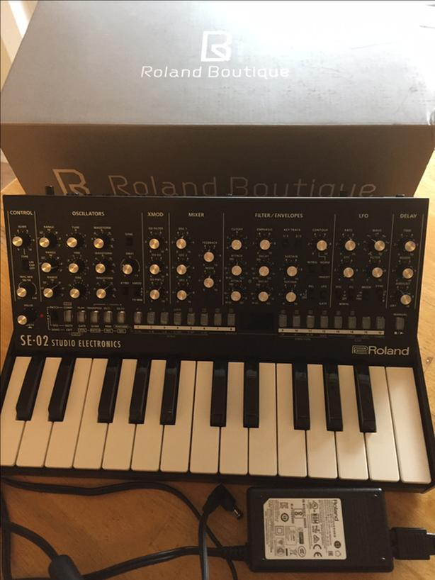 Roland SE-02 AND K25M keyboard