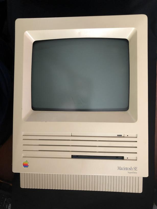 1989 Macintosh SE with SuperDrive, with Keyboard and Mouse