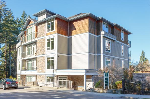 OPEN HOUSE SUNDAY MARCH 31 2-4pm.  Immaculate top-floor west-facing corner unit.