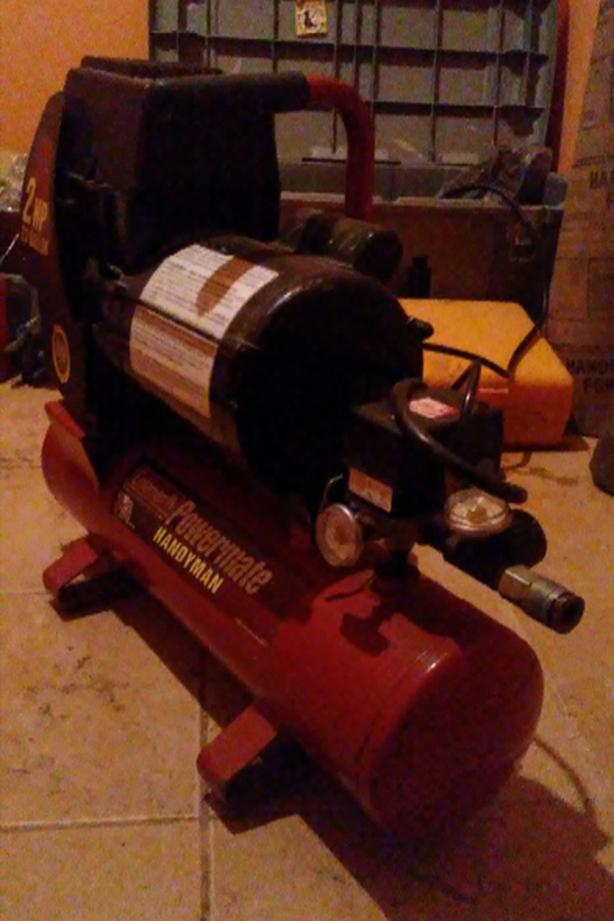 2hp 2.5 gallon Coleman Powermate Handyman Air Compressor