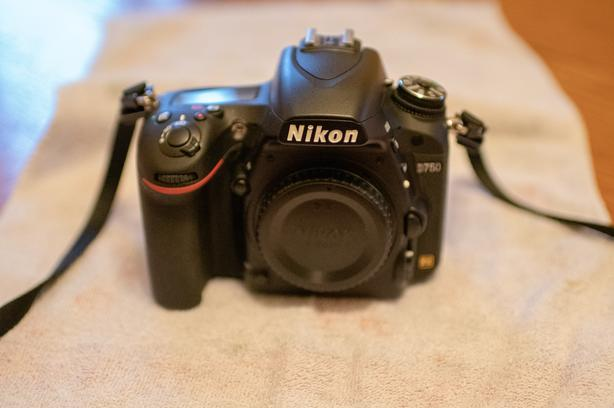 NIKON D750 with battery grip