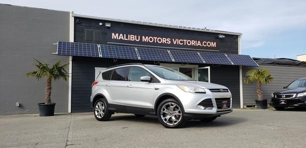 ** 2014 FORD ESCAPE 4WD - NAV / BACK UP CAM / FINANCING AVAILABLE!