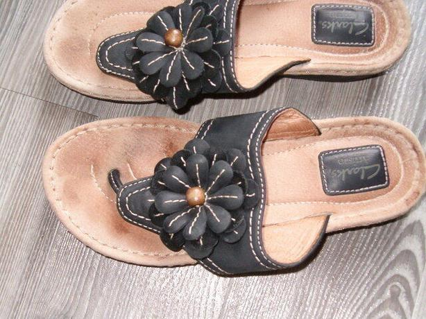 clark's artisan leather thong shoes