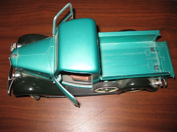 2 ford diecst collectable vehicles