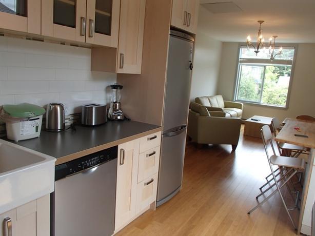 Furnished James Bay 2 bed Upper Suite - 30 day min