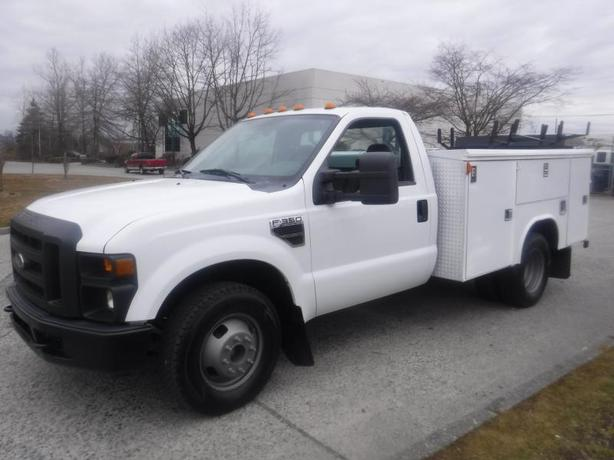 2009 Ford F-350 SD Regular Cab Dually Service Truck 2WD Tommy Gate