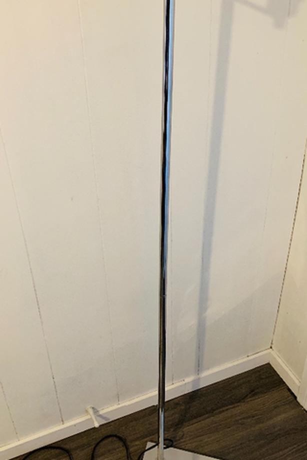 CHROME FLOOR LAMP (6')