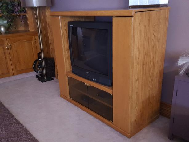 "32"" HITACHI TV & ROLLING STAND - free!"